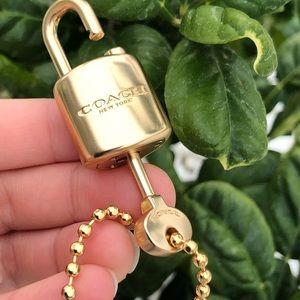 ***Key and lock Coach***